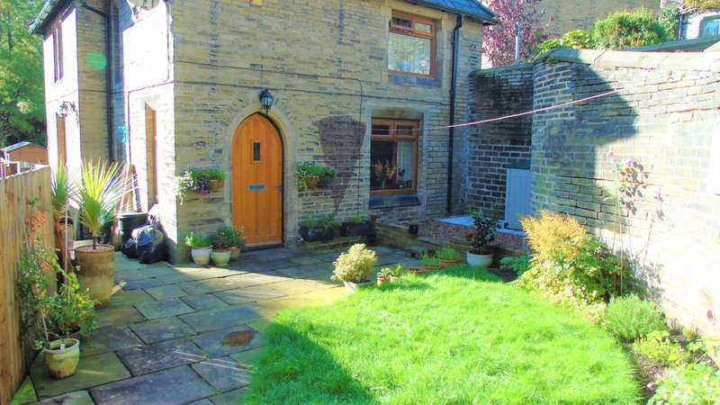 3 Bedrooms Detached House for sale in The School House, New Road, Luddenden
