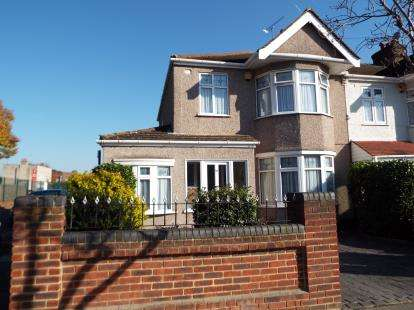 3 Bedrooms End Of Terrace House for sale in Redbridge, Essex