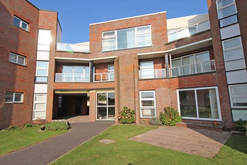 2 Bedrooms Flat for sale in Pless Road, Milford On Sea, Lymington