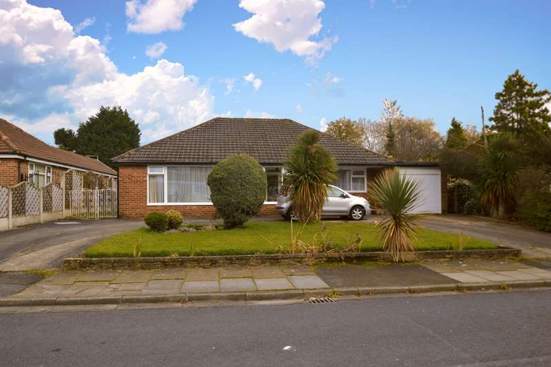3 Bedrooms Detached Bungalow for sale in Ferndale Avenue, Whitefield, Manchester, M45