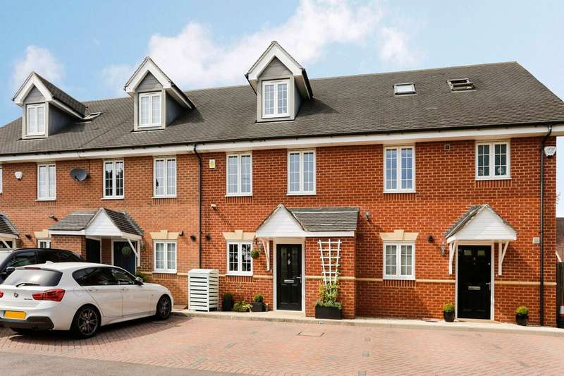 3 Bedrooms Terraced House for sale in Armitage Place, Cox Green, Nr Maidenhead, Berkshire