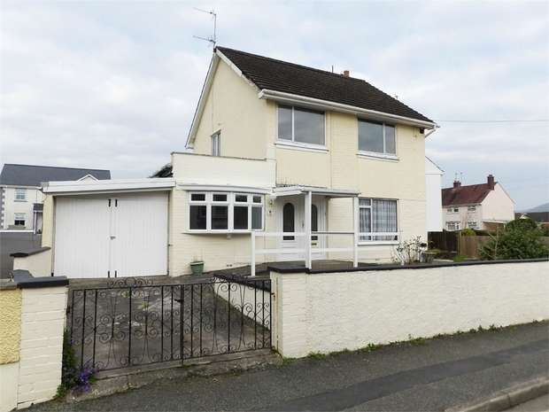 3 Bedrooms Detached House for sale in Queen Street, Llandovery, Carmarthenshire