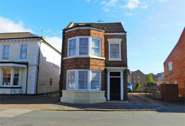 3 Bedrooms Detached House for sale in Hailgate, Howden, Goole, East Riding of Yorkshire
