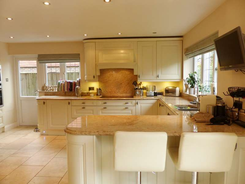 4 Bedrooms Detached House for rent in North Bersted Street, Bognor Regis