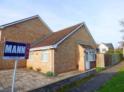 2 Bedrooms Bungalow for sale in Hill Head, Fareham, Hampshire