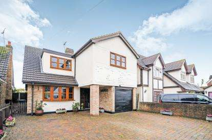 4 Bedrooms Detached House for sale in Mayland, Chelmsford, Essex