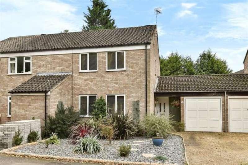 2 Bedrooms Semi Detached House for rent in Camberley, Surrey