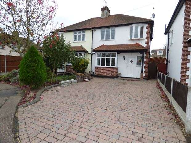 3 Bedrooms Semi Detached House for sale in Marina Close, Southend on sea, Southend on sea, SS2 6RR