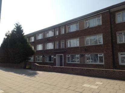 2 Bedrooms Flat for sale in Whalebone Lane South, Dagenham, London