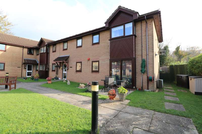 2 Bedrooms Ground Flat for sale in Uplands Court, Rogerstone, Newport, NP10