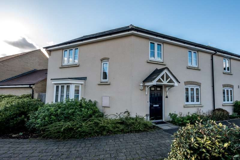 3 Bedrooms Semi Detached House for sale in Lannesbury Crescent, St. Neots, Cambridgeshire, PE19