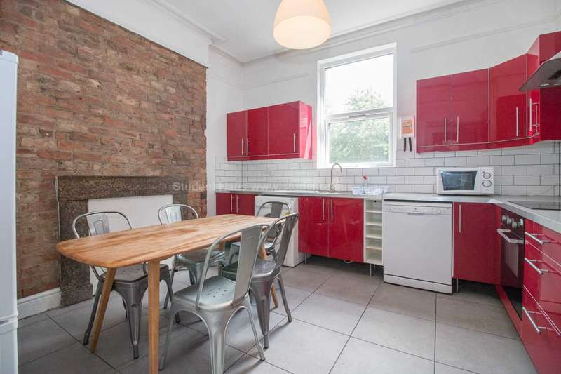 6 Bedrooms Flat for rent in Amherst Road, Manchester