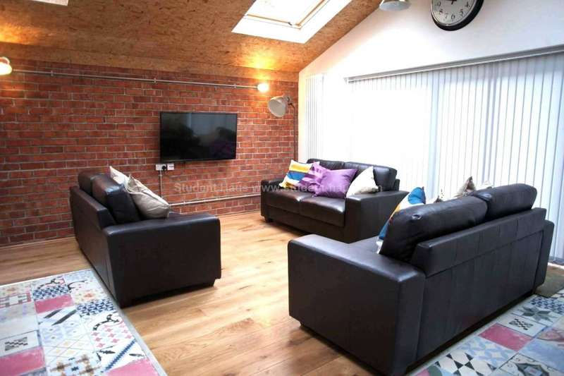 8 Bedrooms House for rent in Ladybarn Crescent, Manchester, M14 6UU