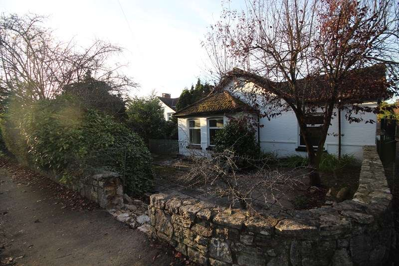 2 Bedrooms Detached Bungalow for rent in Ringwood Road, St. Ives, Ringwood