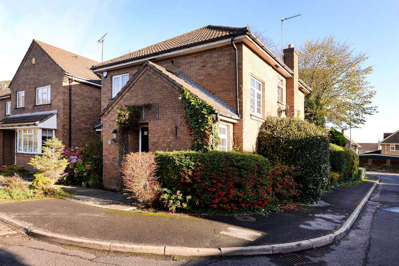3 Bedrooms House for sale in Park Lane Mews, Roundhay Park Lane, Leeds, LS17 8SN