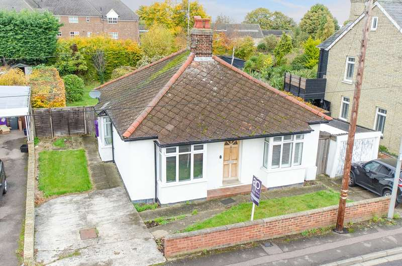 2 Bedrooms Detached Bungalow for sale in Victoria Crescent, Royston, SG8