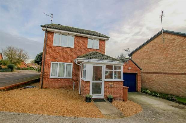 3 Bedrooms Detached House for sale in 10 Alban Road, North Wootton
