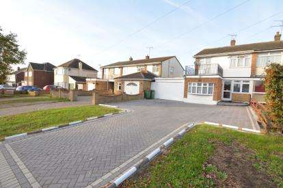 3 Bedrooms Semi Detached House for sale in Bowers Gifford, Basildon, Essex