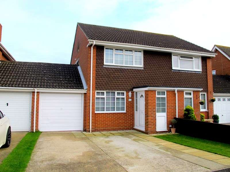 2 Bedrooms Semi Detached House for sale in Skipper Way, Lee-On-The-Solent