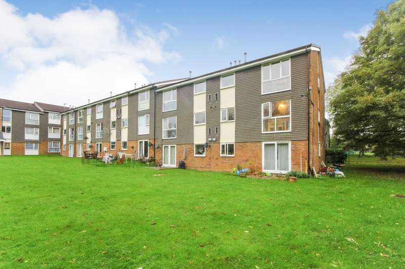 2 Bedrooms Apartment Flat for sale in SPACIOUS and WELL presented 2 BEDROOM first floor apartment with SHARE OF FREEHOLD and NO UPPER CHAIN in HP2.