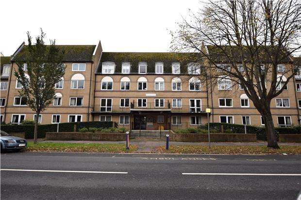 1 Bedroom Flat for sale in Homegate House, The Avenue, EASTBOURNE, East Sussex, BN21 3YE