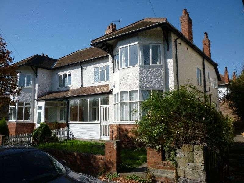 7 Bedrooms Semi Detached House for rent in Moor Park Drive, Headingley, Leeds