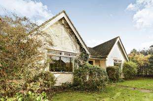 3 Bedrooms Bungalow for sale in Chaldon Common Road, Chaldon, Surrey, Caterham