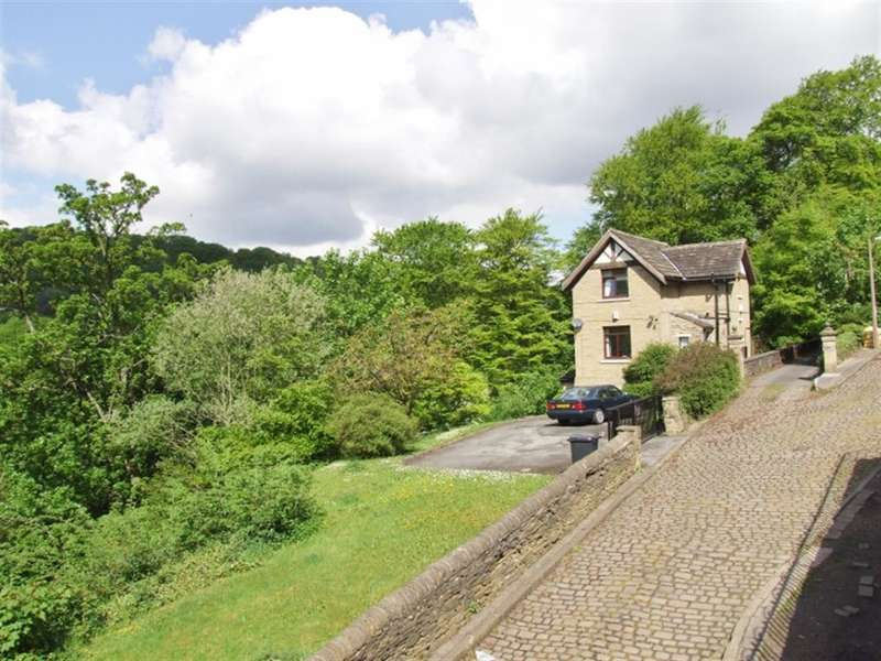 4 Bedrooms Detached House for sale in Staups Lane, Shibden, Halifax, HX3 7AB