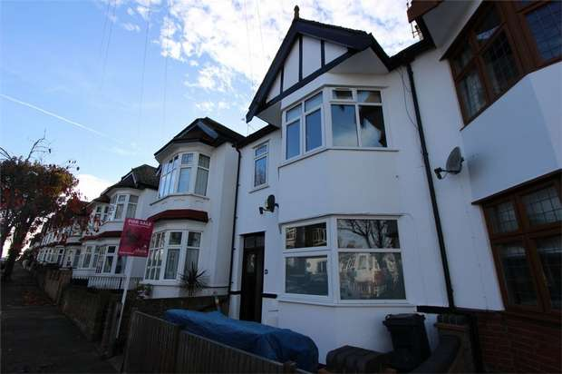 2 Bedrooms Flat for sale in Leigh Hall Road, Leigh-on-Sea, Essex