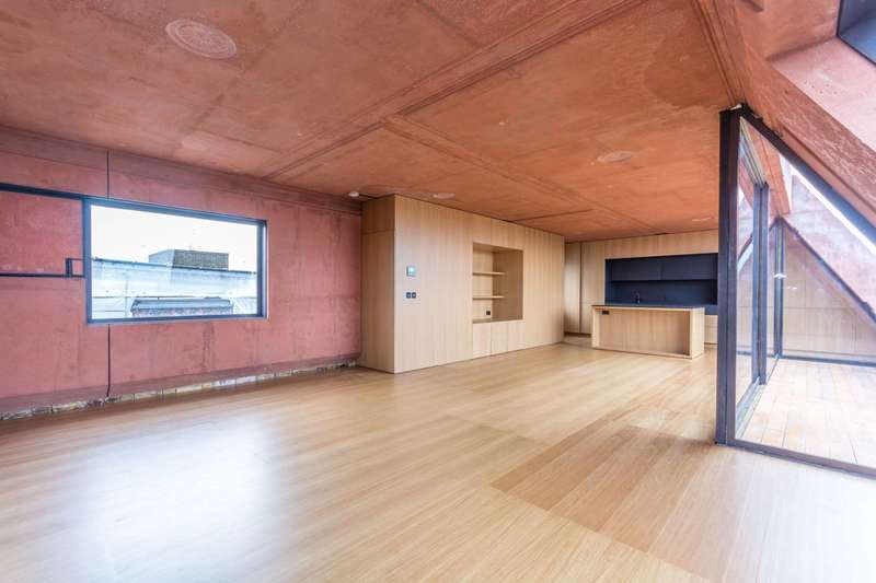 2 Bedrooms Flat for rent in Upper Street, Islington, N1