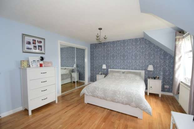 2 Bedrooms Flat for sale in 16 Hurlethill Court, Flat 1/1, Crookston, G53