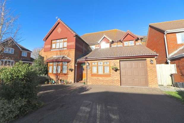 5 Bedrooms Detached House for sale in Beaulieu Drive, Pevensey, BN24