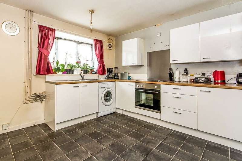 3 Bedrooms Terraced House for sale in Cloughfield Avenue, Salford, M5
