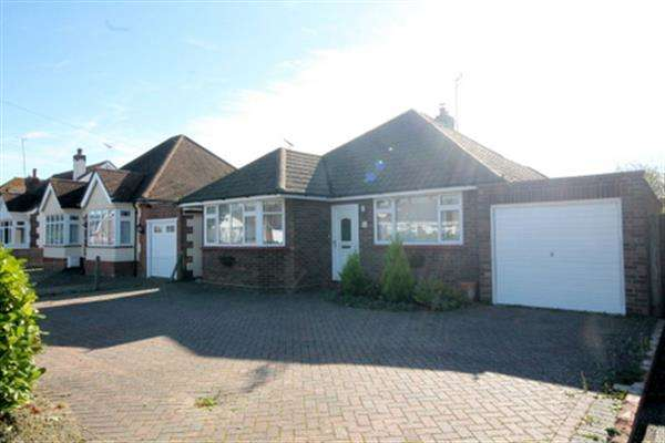 2 Bedrooms Bungalow for sale in Douglas Road, Clacton on Sea