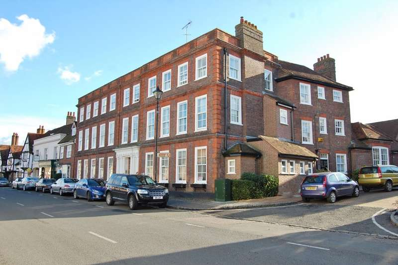 2 Bedrooms Flat for rent in Elmodesham House, High Street, Amersham, HP7