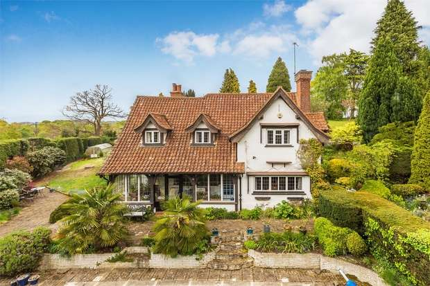 4 Bedrooms Detached House for sale in Worplesdon, Guildford, Surrey