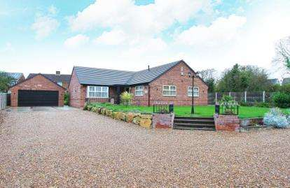 3 Bedrooms Bungalow for sale in Swinston Hill Road, Dinnington, Sheffield, South Yorkshire