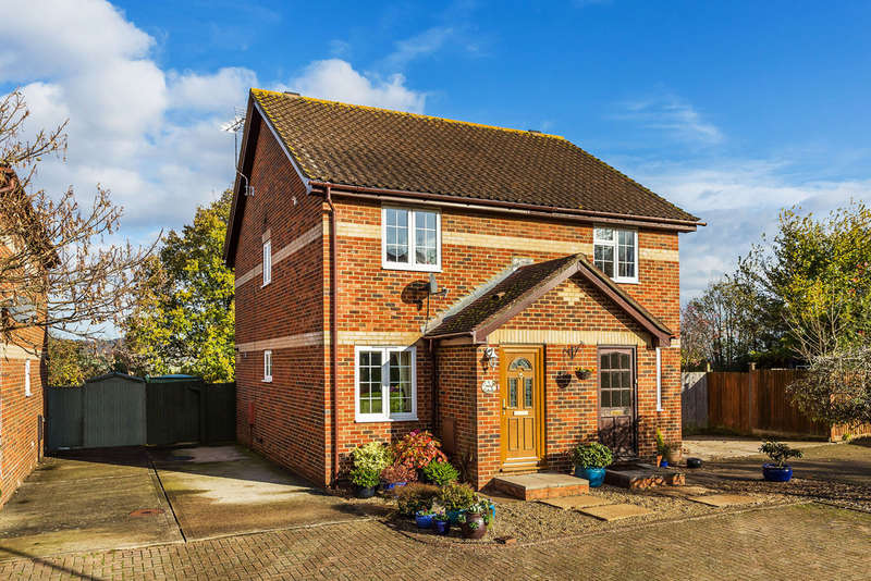 2 Bedrooms Semi Detached House for sale in Gayler Close, Bletchingley, RH1