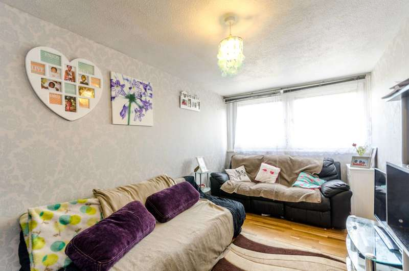 2 Bedrooms Flat for sale in Green Dragon Lane, Brentford, TW8
