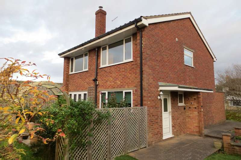 4 Bedrooms Detached House for sale in Station Close, Chipping Sodbury, BS37