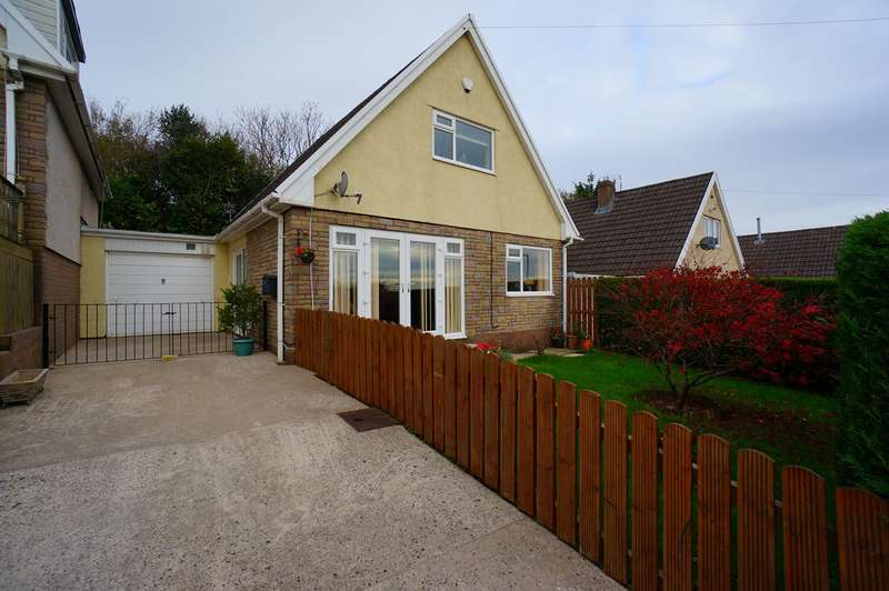 3 Bedrooms Bungalow for sale in Cotswold Way, Risca, Newport, NP11