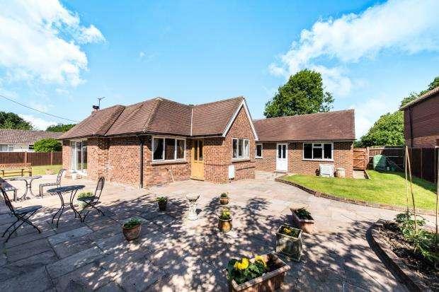 3 Bedrooms Bungalow for sale in Ockham, Surrey