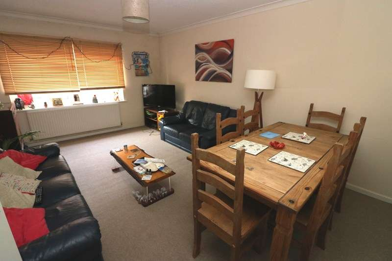 2 Bedrooms Flat for rent in The Broadway, Southend-On-Sea
