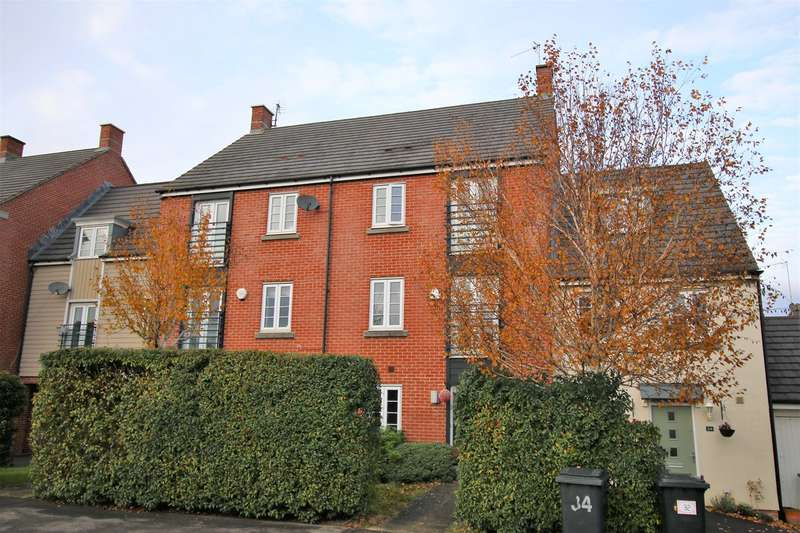 4 Bedrooms Town House for sale in Barrington Drive, Marnel Park, Basingstoke, RG24