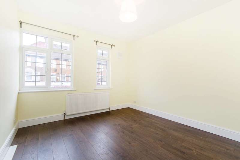 3 Bedrooms Flat for rent in Wrythe Lane, Sutton, SM5