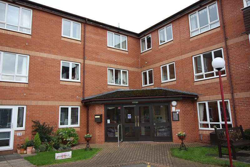 2 Bedrooms Flat for sale in Ashdene Gardens, Kenilworth, West Midlands. CV8 2TS