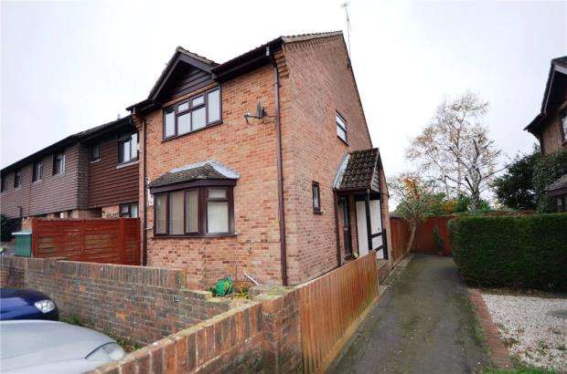 3 Bedrooms End Of Terrace House for sale in Celandine Court, Yateley, Hampshire