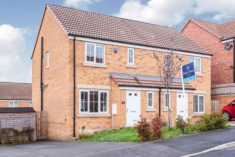 3 Bedrooms Semi Detached House for sale in Seven Hill Way, Morley, Leeds, LS27