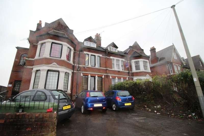 7 Bedrooms Flat for rent in Brookvale Road, Southampton, SO17