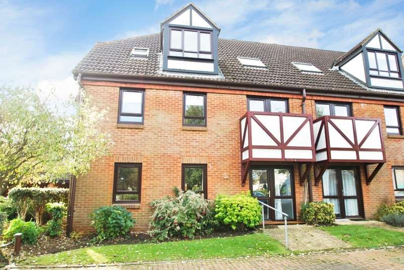 2 Bedrooms Flat for sale in Kingslodge, King George V Road, Amersham, HP6